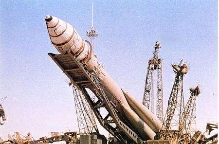 La fusée Vostok sur son aire de lancement. © RIA Novosti