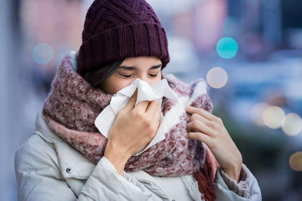 Si vous avez eu un rhume récemment, vous êtes moins à risque de forme grave de la Covid-19. © Adobe Stock