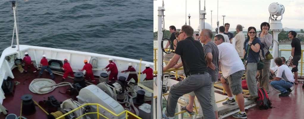 Sur l'image de gauche, l'équipage (en rouge) lève l'ancre. Les scientifiques de la mission sur le ponton regardent la manœuvre de départ. © Jean-Luc Berenguer