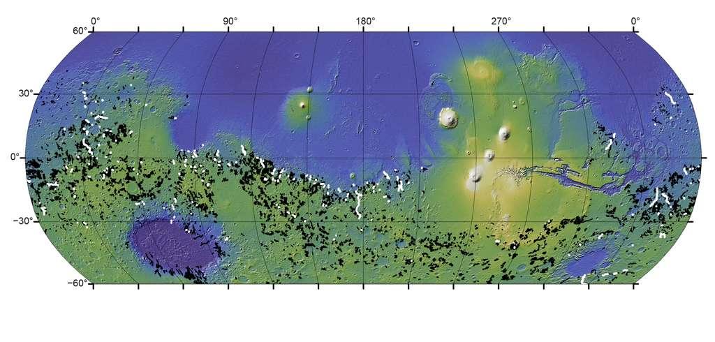 Une carte de Mars montrant les vallées fluviales. En blanc, celles formées par des inondations à partir de lacs de cratère. En noir, les autres vallées fluviales de la planète rouge. © Goudge et al., Université du Texas