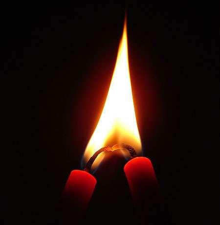 Les bougies produisent de la suie, un dépôt noir. Pourquoi ? © Nevit Dilmen, CC by-sa 3.0