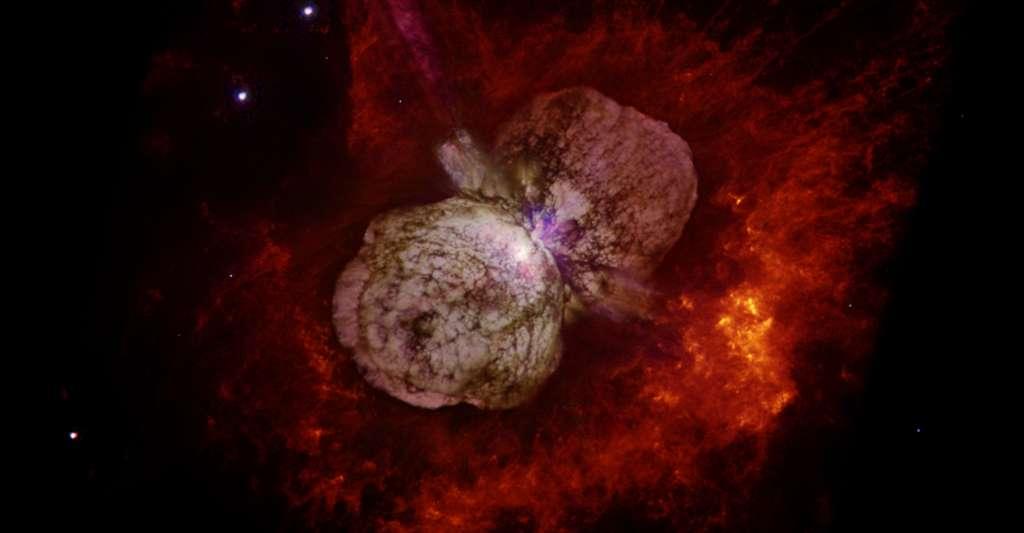 La nébuleuse d'Eta Carinae va bientôt disparaître derrière son étoile hypergéante. © Nasa