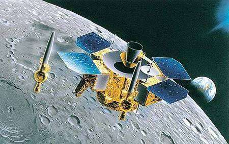 Vue d'artiste de LUNAR-A en orbite, avec ses pénétrateurs. Crédit JAXA.