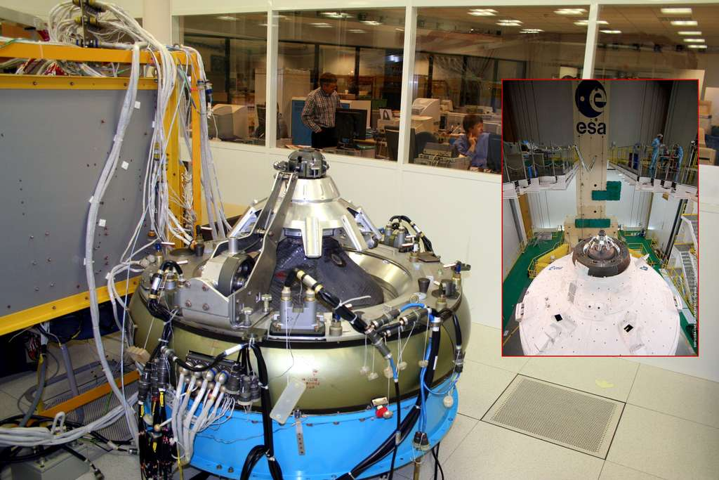 Le mécanisme d'amarrage de l'ATV à l'essai dans les locaux de l'Esa. © Esa