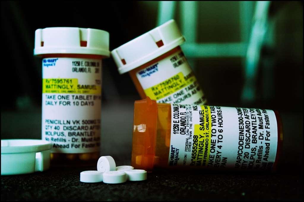 Les médicaments à base de codéine sont à proscrire pour les enfants de moins de 12 ans. Ils pourraient se révéler bien plus dangereux que le mal qu'ils atténuent. © Cavale, Flickr, cc by nc nd 2.0