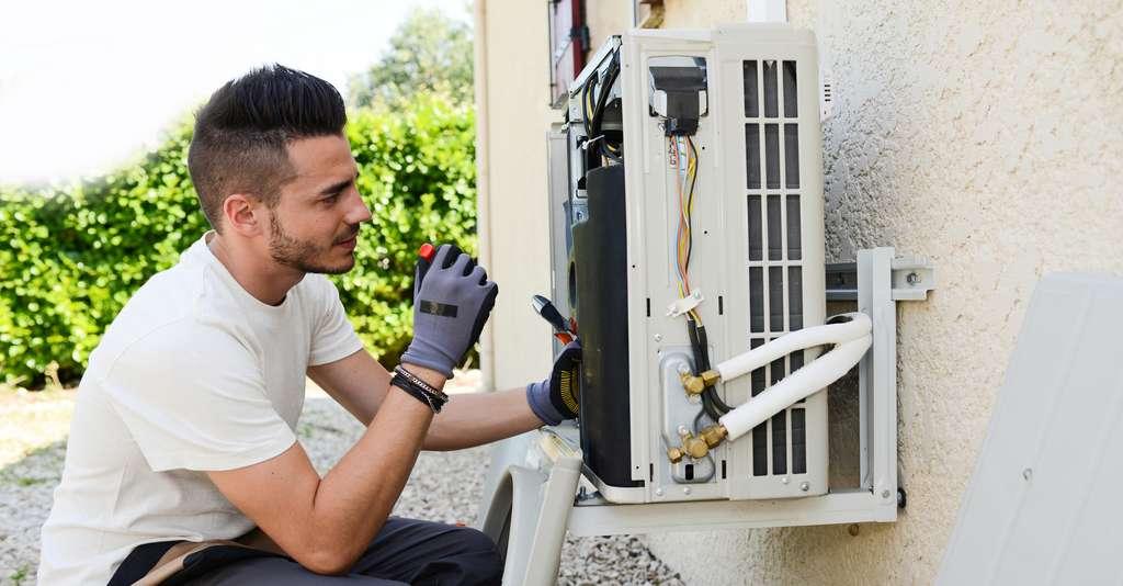 L'entretien suivi de la pompe à chaleur optimise ses performances et sa durée de vie. © Provence Énergie