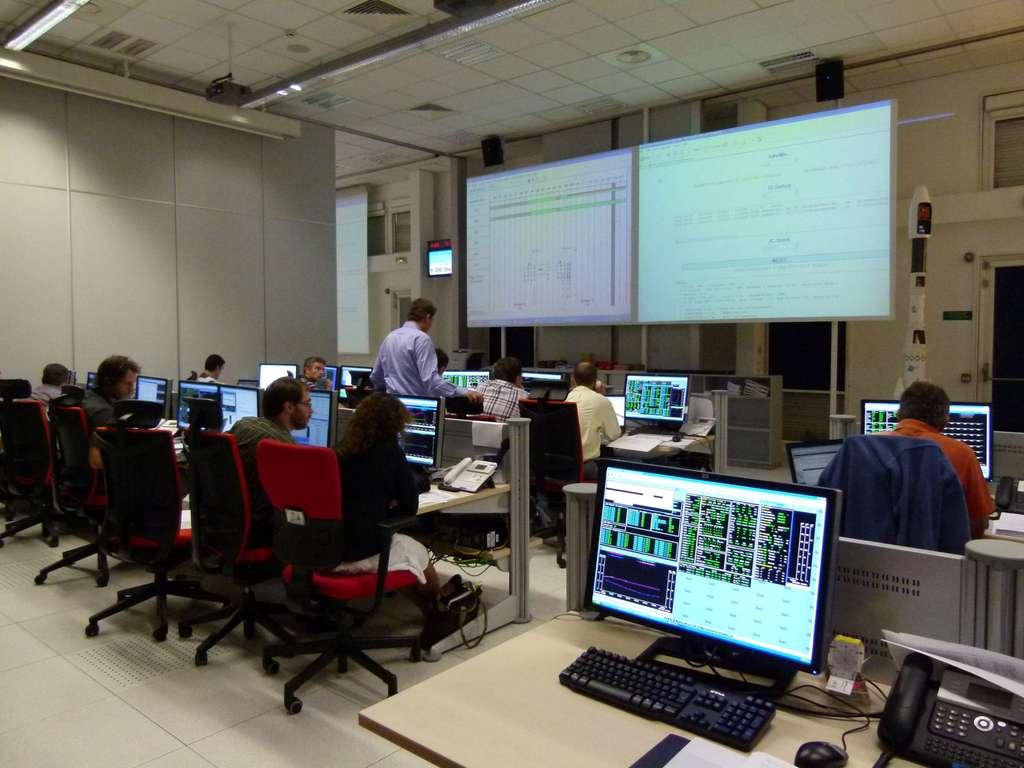 Le centre de contrôle de Thales Alenia Space, dans les locaux de son site cannois. © Thales Alenia Space