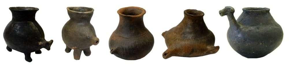 Ces récipients ont été mis au jour en Bavière dans des tombes d'enfants datant d'environ 5.000 ans avant J.-C. De petite taille, ils pouvaient généralement tenir dans les mains d'un bébé. © Katharina Rebay-Salisbury