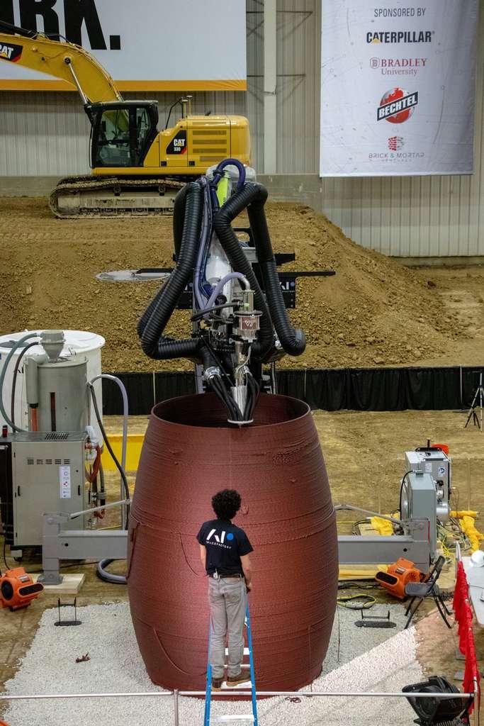 L'imprimante 3D a travaillé en autonomie quasiment totale pour bâtir en 30 heures ce prototype d'habitat martien de 4 mètres de haut, qui a obtenu le premier prix du concours. © AI SpaceFactory