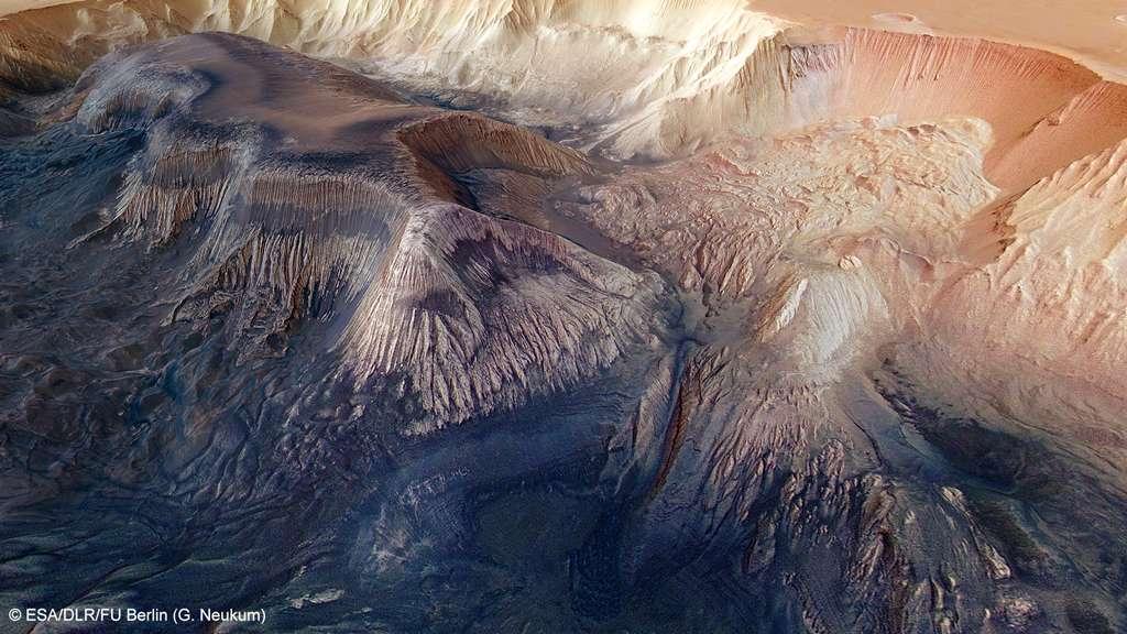Vue en perspective de l'antre du canyon où subsiste une mesa. Les traces importantes d'érosion révèlent la fragilité des roches et des sédiments lacustres. © G. Neuku, Esa, DLR, FU Berlin