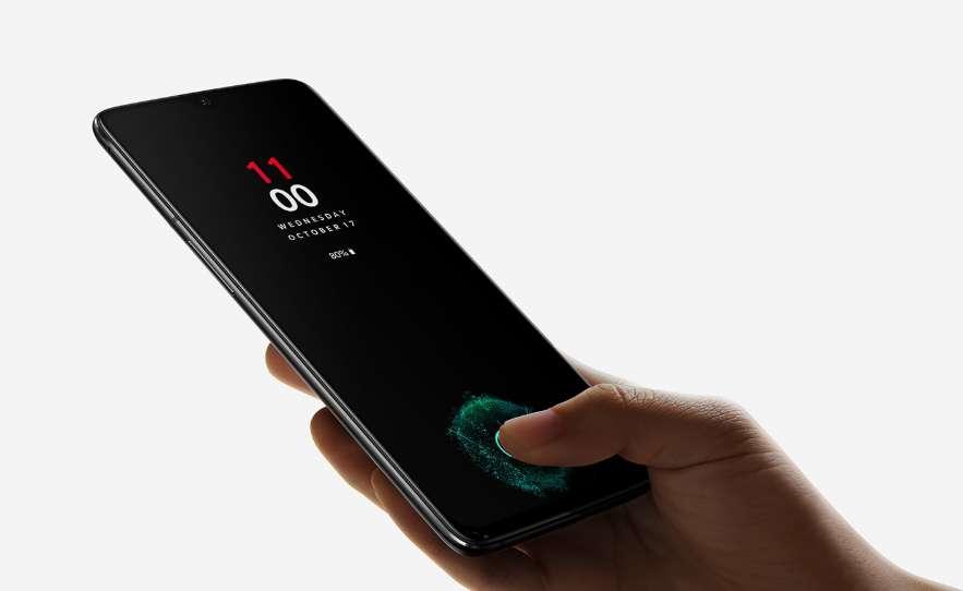 Huawei a volé la vedette à OnePlus en annonçant quelques semaines avant, l'intégration d'un capteur d'empreinte digitale sous la surface de l'écran. Le 6T dispose de ce procédé pour déverrouiller le mobile. Il peut être associé au système de déverrouillage facial. © OnePlus