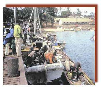 Les réserves de biosphère sont conçues comme des instruments permettant de concilier et d'intégrer les conflits d'intérêts et les pressions qui caractérisent aujourd'hui l'aménagement du territoire. Les zones côtières et les îles sont particulièrement sujettes à ces conflits car l'espace et les ressources y sont limités. La Réserve de biosphère de Boloma-Bijagós en Guinée-Bissau a été planifiée de façon à atténuer ces conflits en affectant diverses utilisations aux différentes parties de la zone terrestre et maritime. Copyright Photo: Louis Brigand.