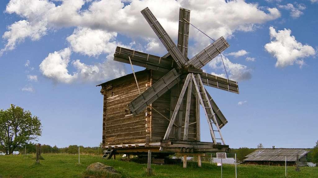 Le moulin à vent en bois du pogost de Kiji, en Russie