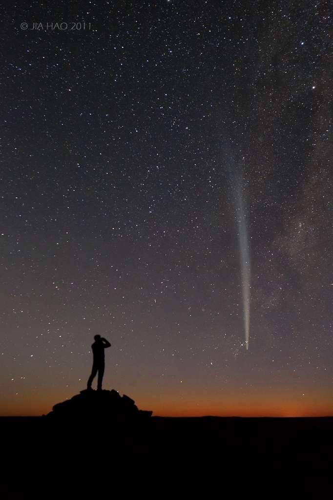 En admiration devant la comète Lovejoy. © J. Hao