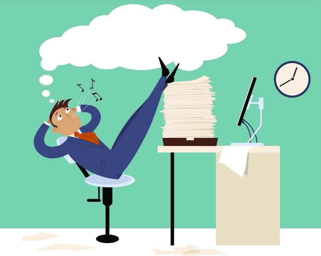 Déclaration d'impôts à remplir, courriels qui s'entassent dans la boîte mail… Pourquoi a-t-on tendance à tout remettre à plus tard ? © aleutie, Adobe Stock