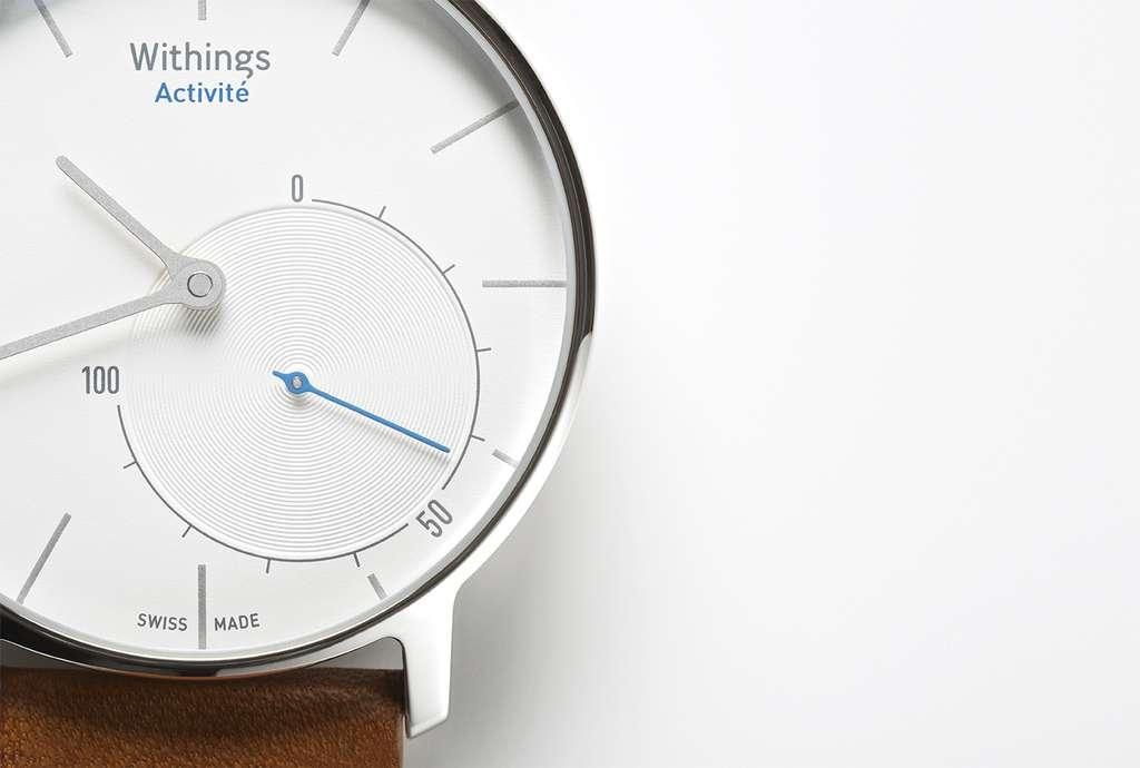 La montre Activité est dotée de deux cadrans à aiguilles. Le premier donne l'heure tandis que le second évalue le pourcentage d'accomplissement d'une activité (distance parcourue, nombre de pas, colories brulées, etc.). Il suffit de tapoter sur le verre pour passer d'une activité à l'autre. © Withings