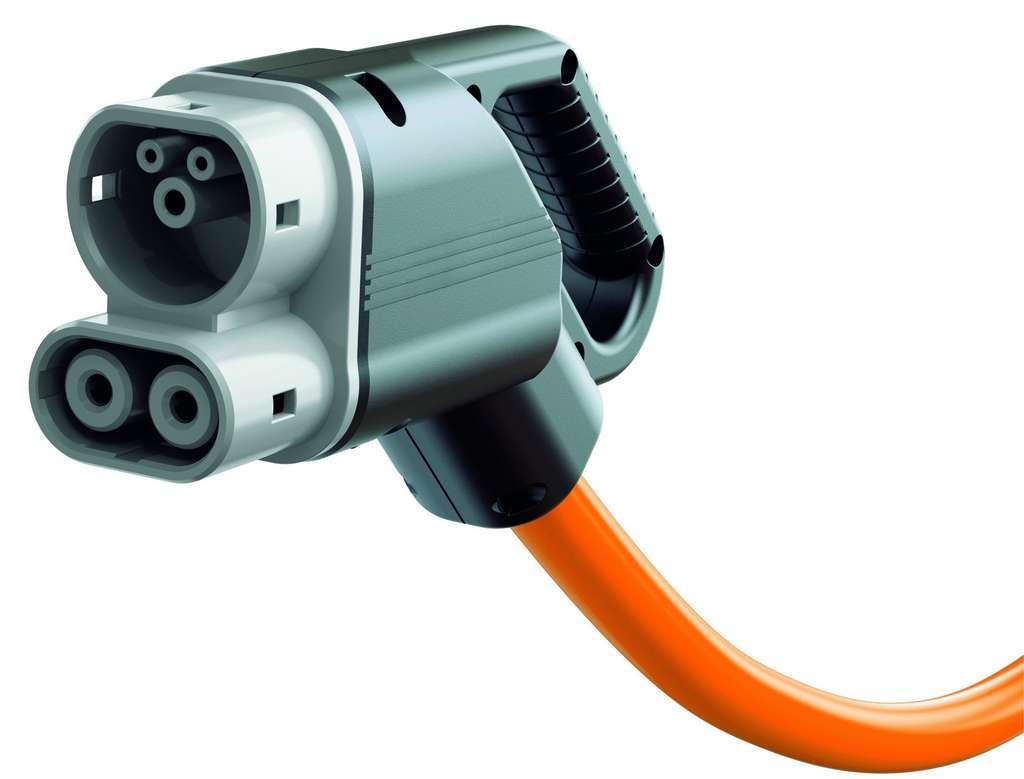 La prise du chargeur universel concocté par plusieurs constructeurs intègre deux connecteurs, l'un pour la recharge, classique ou rapide, en courant alternatif, et l'autre pour la recharge ultrarapide, en courant continu. © Volkswagen
