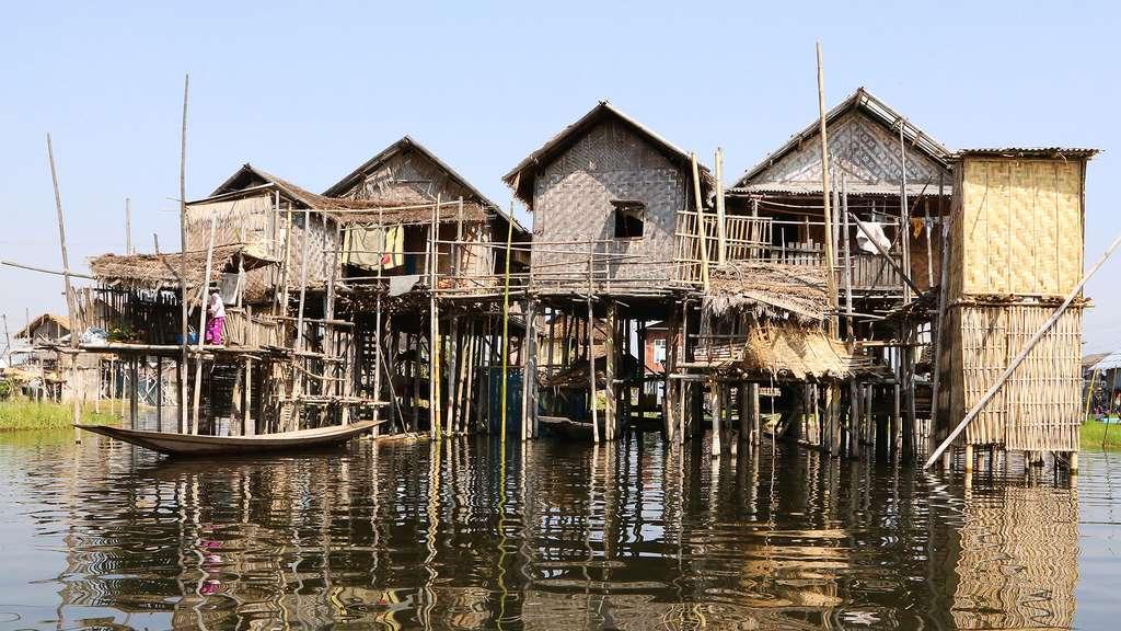 Maisons flottantes traditionnelles en Birmanie