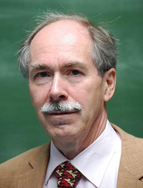 Le prix Nobel de physique Gerard 't Hooft a révolutionné la théorie quantique des champs au début des années 1970 en utilisant les travaux de Richard Feynamn et Martinus Veltman. Profondément concerné par le paradoxe de l'information avec les trous noirs, il tente de construire une nouvelle théorie quantique à partie du concept d'automate cellulaire. Peu sont ceux qui le suivent dans cette voie. © Wammes Waggel, Wikimedia Commons, cc by sa 3.0