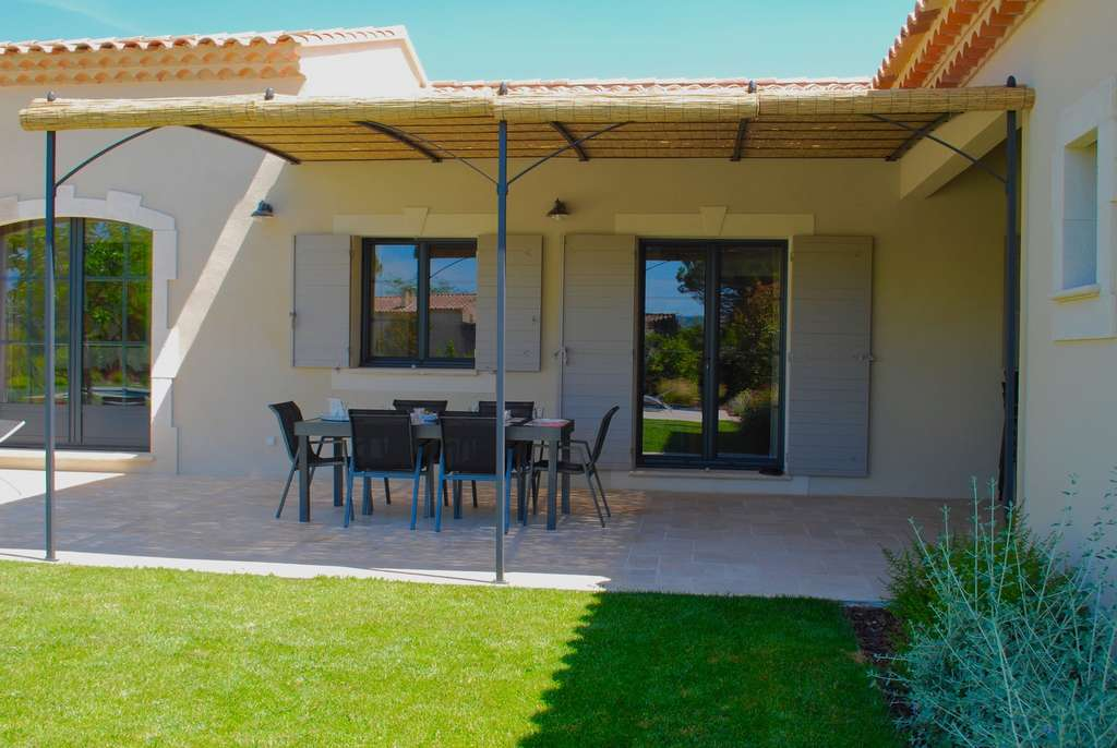 Une terrasse avec un auvent ou une toiture devra obligatoirement faire l'objet d'un permis de construire. © Corinne Bomont, Fotolia