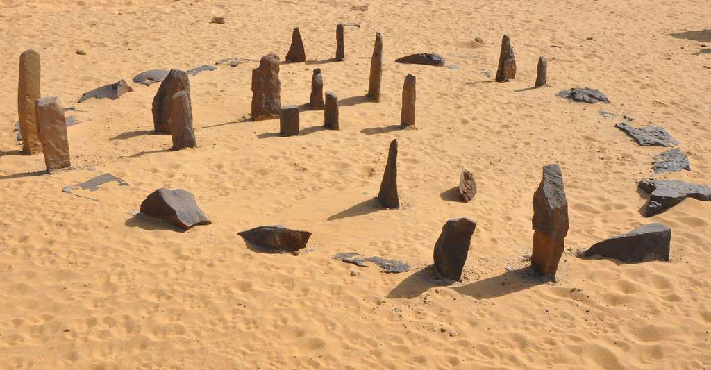 Calendrier Nabta Playa reconstruit au Aswan Nubia museum. © Raymbetz, CC by-sa 3.0