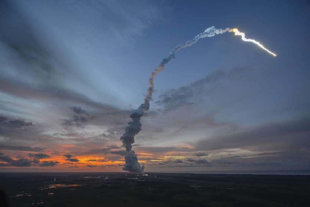 Le remplacement de la famille Ariane 5 par la version 6 se fera progressivement. Pendant un certain nombre d'années, Ariane 5 ME et sa remplaçante pourraient rester dans le catalogue d'Arianespace, le temps qu'Ariane 6 s'installe sur le marché du lancement de satellite et fasse ses preuves. © S. Corvaja, Esa