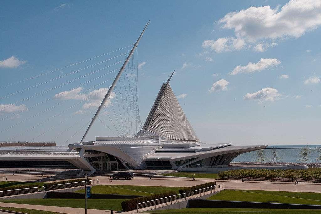 Le pavillon Quadracci constitue une extension majeure au Milwaukee Art Museum, situé sur les bords du lac Michigan (États-Unis). © Dori, CC by-nc 3.0