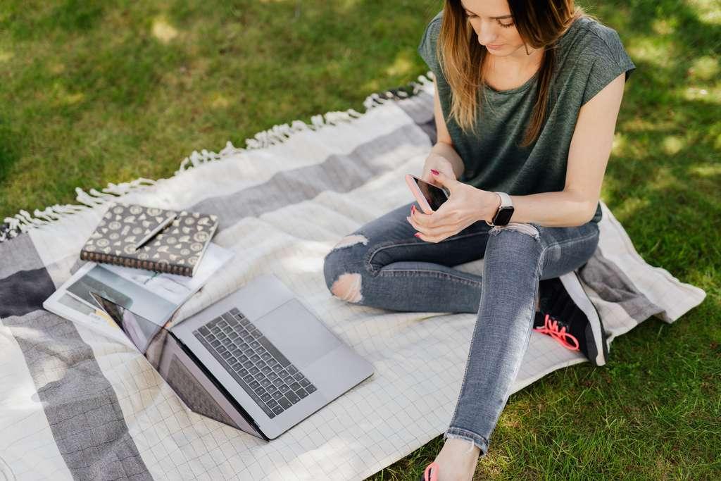 Le forfait mobile pour étudiant doit répondre à plusieurs critères et souvent en premier lieu, le montant de l'abonnement mensuel. © karolina Grabowska, Pexels