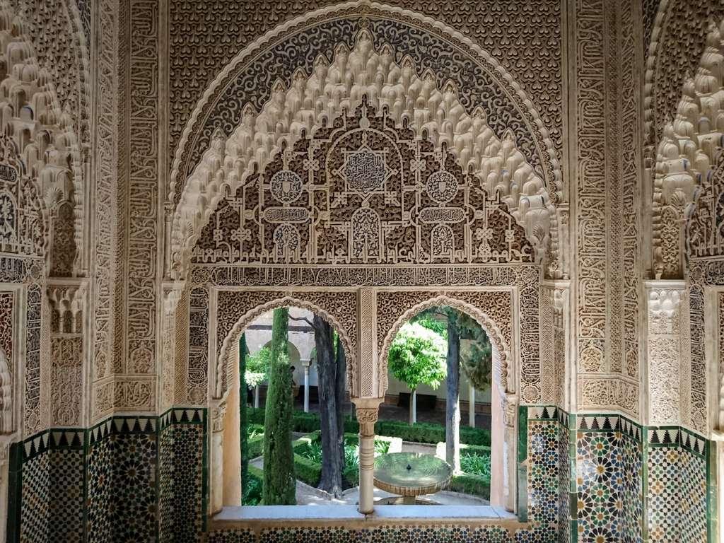 L'Alhambra constitue un rare témoignage de l'art et de la civilisation arabo-andalouse en Espagne. © Bisual Photo, Fotolia