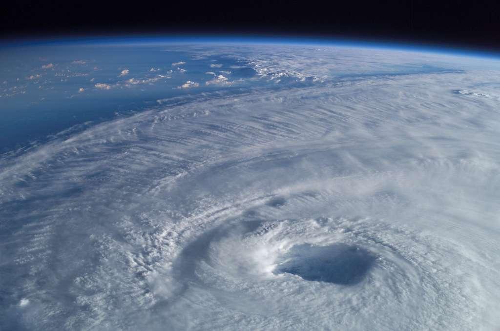 L'ouragan Isabel vu depuis l'ISS