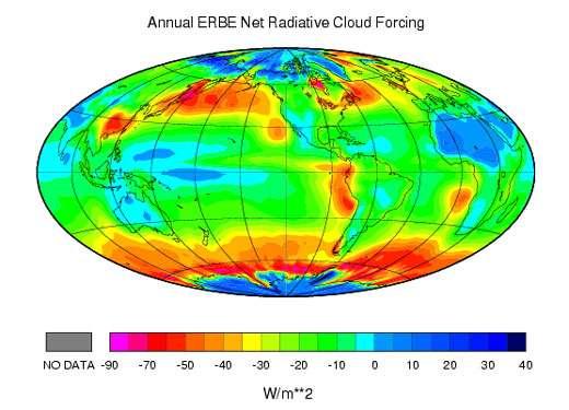 Figure 10 : forçage radiatif des nuages estimé à partir des observations spatiales du bilan radiatif. Le forçage est négatif quand l'impact des nuages sur l'albédo l'emporte sur leur impact sur l'effet de serre.( (D'après l'expérience NASA Earth Radiation Budget et l'expérience franco-russe Scarab, voir le site http://www.lmd.polytechnique.fr/~Scarab/francais/FCRF.htm et http://terra.nasa.gov/FactSheets/Clouds/) On notera les fortes valeurs négatives associées aux perturbations au dessus des océans des moyennes latitudes et, au contraire, les valeurs positives associées aux cirrus produits par l'activité convective à l'Ouest du Pacifique (source: http://depts.washington.edu/uwpcc/remote_sensing/cloud_sst.html)