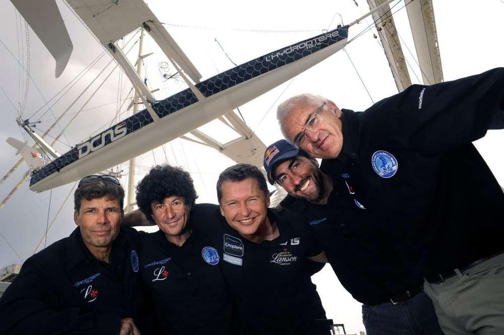 L'équipage. De gauche à droite : Jacques Vincent, Jean Le Cam, Alain Thébault, Luc Alphand, Yves Parlier. © Francis Demange