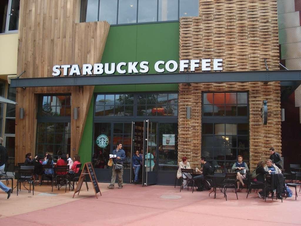 Starbucks rejoint d'autres enseignes, notamment McDonald's, dans le blocage de l'accès au site porno via la connexion Wi-Fi gratuite proposée dans les points de vente. © Starbucks