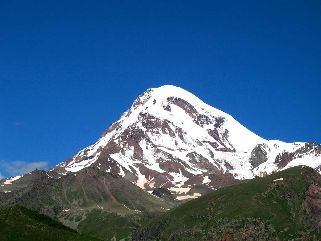 Le mont Kazbek, à plus de 5.000 mètres d'altitude, est couvert de glaciers. © Kazbegi, Wikipédia, cc by sa 2.0