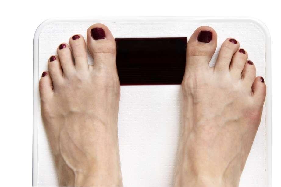 Faut-il avoir un peu moins l'angoisse de la balance ? Quelques kilos en trop semblent limiter les risques de mortalité. Pas de complexe à avoir pour les personnes en surpoids ! © idrutu, StockFreeImages.com