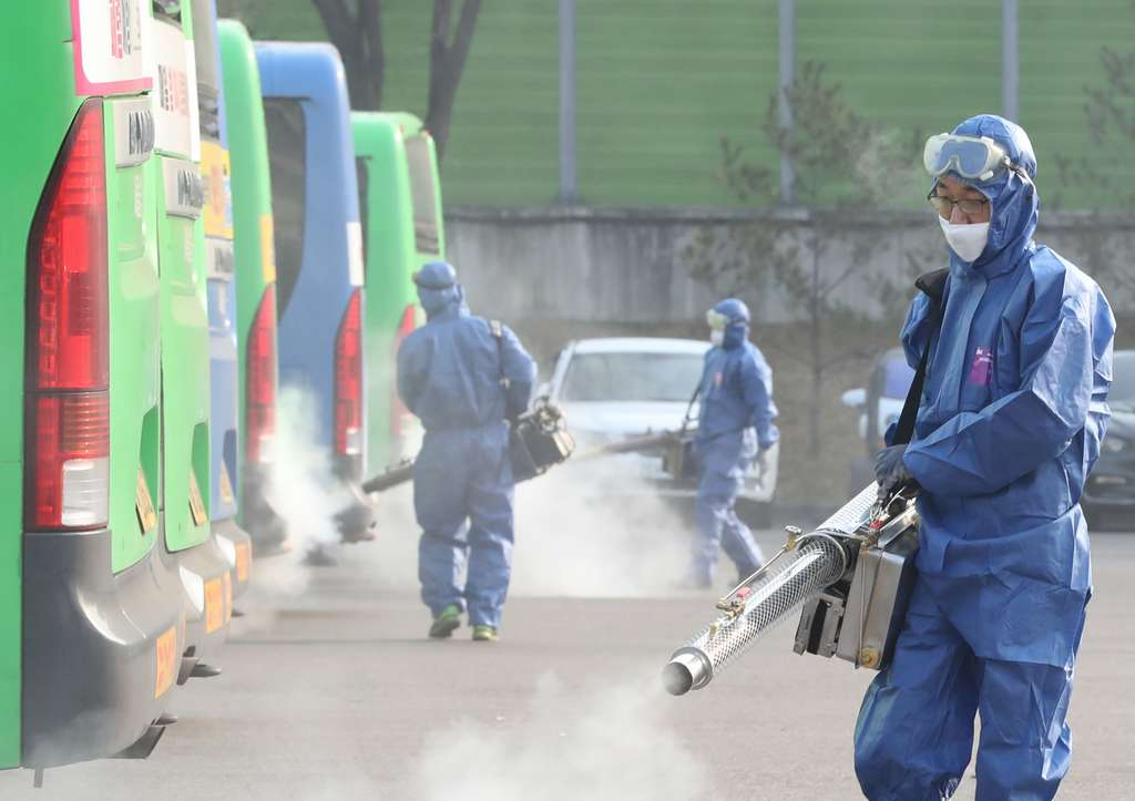En Corée du Sud, le bilan serait de 833 contaminations et de sept morts. © Yonhap, AFP