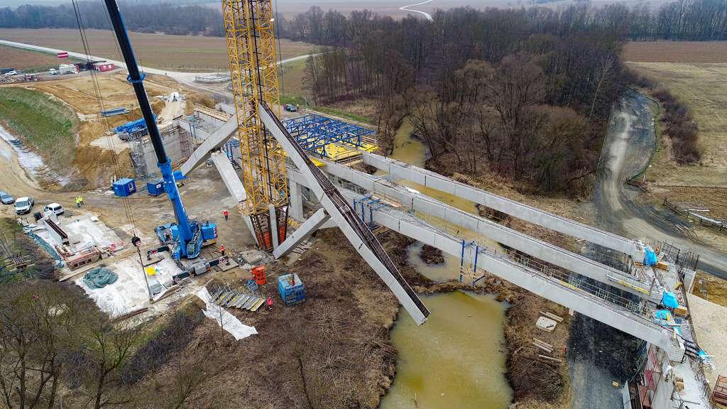 Le pont est composé de 4 poutres au-dessus desquelles on construit le tablier. © Tu Wien
