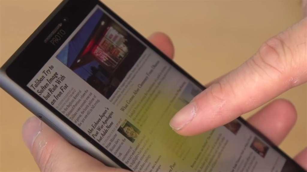 Le doigt s'approche de la page Web et une zone de sélection apparaît. © Microsoft Research