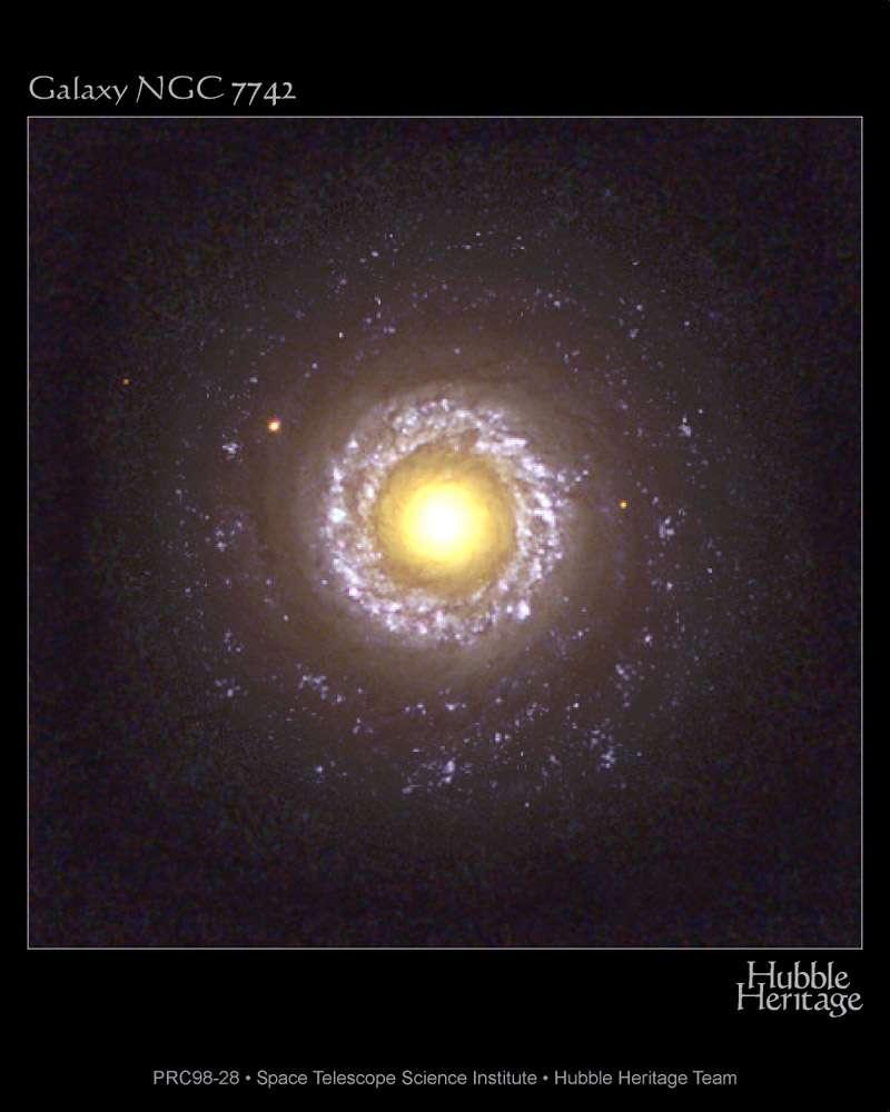 On voit sur cette image prise par Hubble une galaxie de Seyfert. Il s'agit de la galaxie spirale NGC 7742. Comme toutes les galaxies de Seyfert, son noyau est particulièrement brillant. © Hubble Heritage Team (Aura, STScI, Nasa)