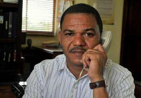 Abel Fernandez dans le bureau central de la Conacado, à Saint-Domingue © Max Havelaar