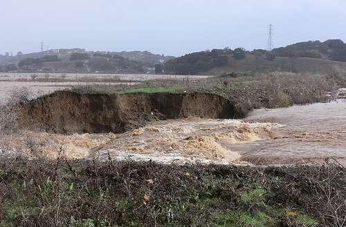 Rupture d'une digue à Novato (Californie) en 2005. © jessicafm, CC by 2.0