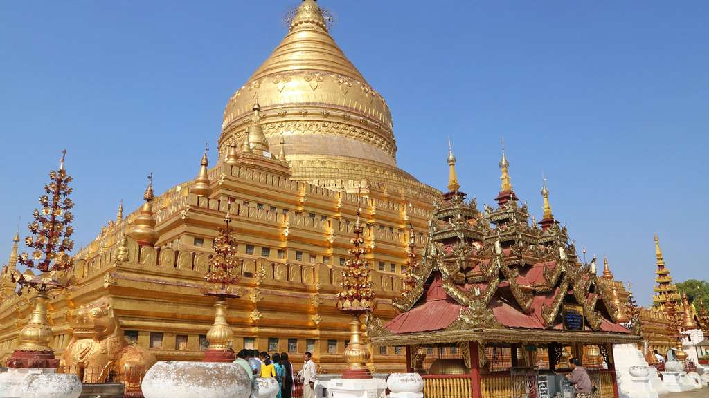 La pagode Shwezigon, à Nyaung U (Bagan)
