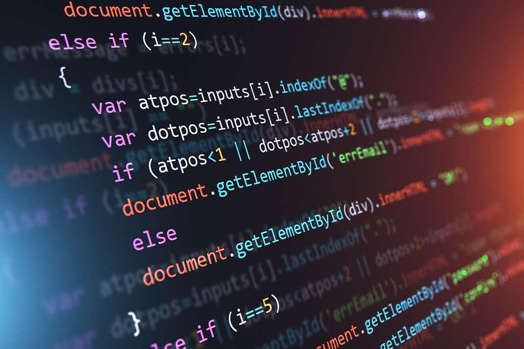 La licence informatique permet aux étudiants d'acquérir les fondamentaux du secteur tout en offrant le choix d'une spécialisation. © Scanrail, Adobe Stock.