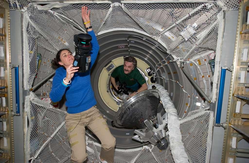 Les opérations de déchargement ont commencé après la vérification de la pressurisation de l'engin et des connexions électriques, mécaniques et fluides avec l'ISS. © Nasa