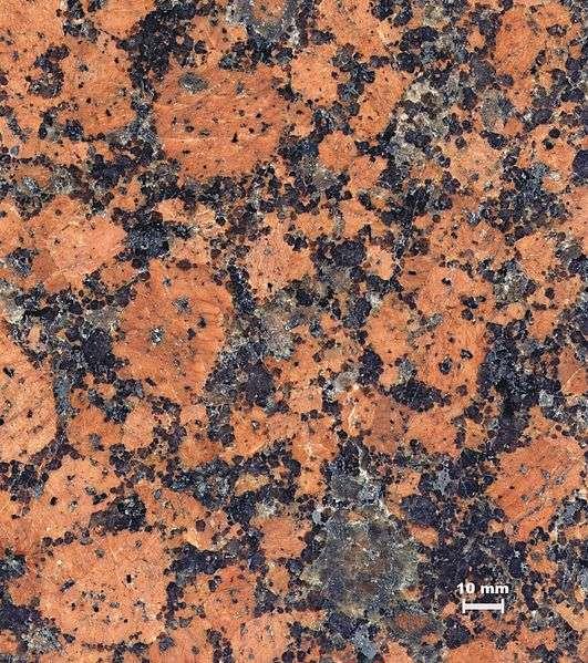 Un morceau de granite à texture rapakivi, l'un des granites s'étant formés en grandes quantités en liaison avec la formation du supercontinent la Nuna. © Lysippos