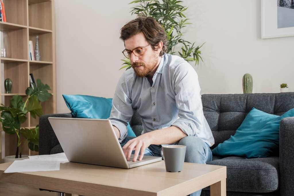 Les formations professionnelles éligibles doivent proposer des cours à distance, confinement oblige. © Paolese, Adobe Stock