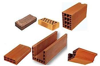 Brique pleine (Sté Céramique Morkine), brique pleine perforée (Terca), brique creuse, rehausse, linteau et corniche de la gamme Eco'Bric (Boyer Leroux)