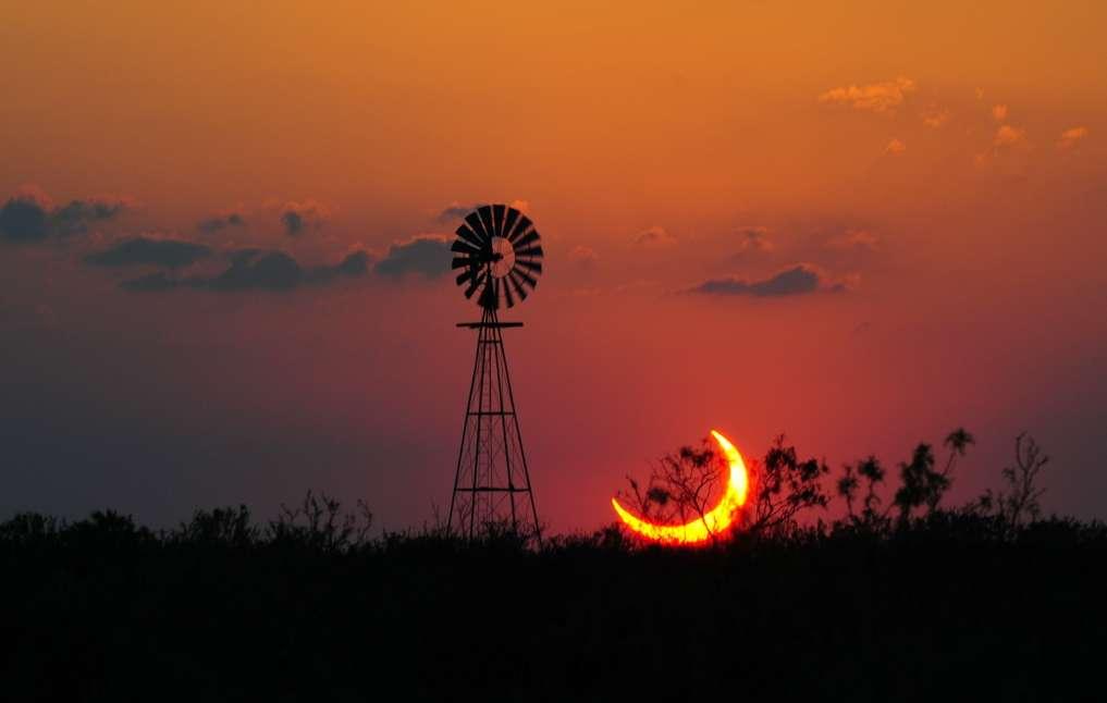 Un croissant de Soleil au Texas. © Jimmy et Linda Westlake