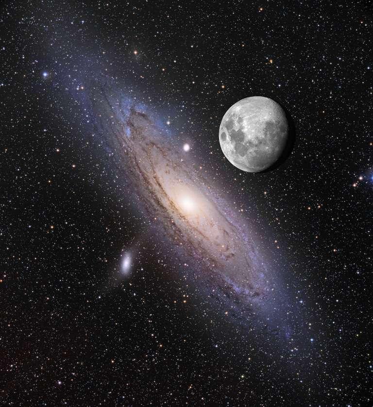 Une combinaison de deux images montrant la galaxie d'Andromède (M31) en compagnie de la Lune telle qu'on la verra peut-être sur Terre dans quelques milliards d'années. En bas à gauche, on distingue bien la petite galaxie M110 en orbite autour deM 31. © Nasa/Apod/Adam Block et Tim Puckett