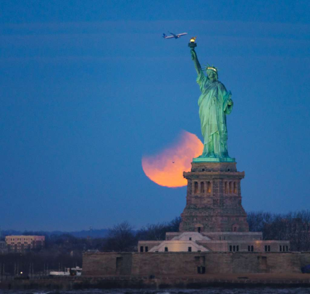 L'éclipse de Lune vue de New York. © Chirag Upreti, Spaceweather